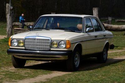 Mercedes-Benz 300D Turbo Diesel (W123)