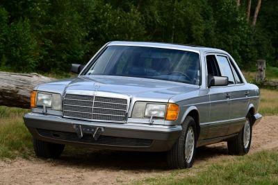 Mercedes-Benz 420 SEL Sedan - W126